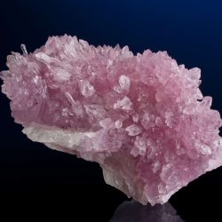 Le quartz rose possède des vertus appaisantes.
